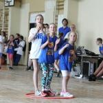 Kai lijo lietuvus, estafetės vyko mokyklos sporto salėje