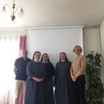Z. Bedalis ir N.Baumilienė kartu su vienuolėmis Utenoje.
