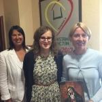 Hospiso administratorė Aneta Gurnevič (centre) dėkoja KFF