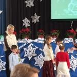 KFF N. Baumilienė įteikia atitikimo paramos čekį Maironio mokyklos moksleiviams