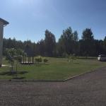 Mokykla yra apsupta miškų ir šalia mažo kaimelio, ramioje Rūdiškių aplinkoje, Trakų raj.