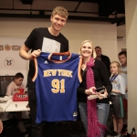 Kuzminskas signed his jersey for an attendee as one of the raffle prizes. (NBPA)