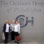 R. Kiudelienė, L. Palmer ir G. Rutkauskienė lankosi Filadelfijos vaikų ligoninėje