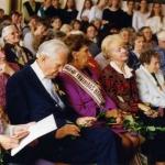 1992 m. Panevežio V. Žemkalnio Gimanzija švenčia 60 m. jubiliejų. Antras iš kairės - dr. J.P.Kazickas, trečia - p. A.Kazickienė.