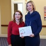 KFF Vilniaus biuro direktorė Agnė Vertelkaitė su šių metų Mugės organizacinio komiteto pirmininke, Kroatijos ambasadoriaus žmona Andrea Kedmenec