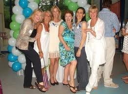 CMEE įkūrėjos, Lucy (trečia iš kairės). Foto iš CMEE archyvo