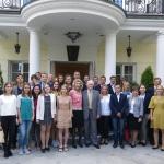Jūratė Kazickaitė ir Valdas Adamkus su ASSIST naujais ir buvusiais stipendininkais Vilniuje 2016